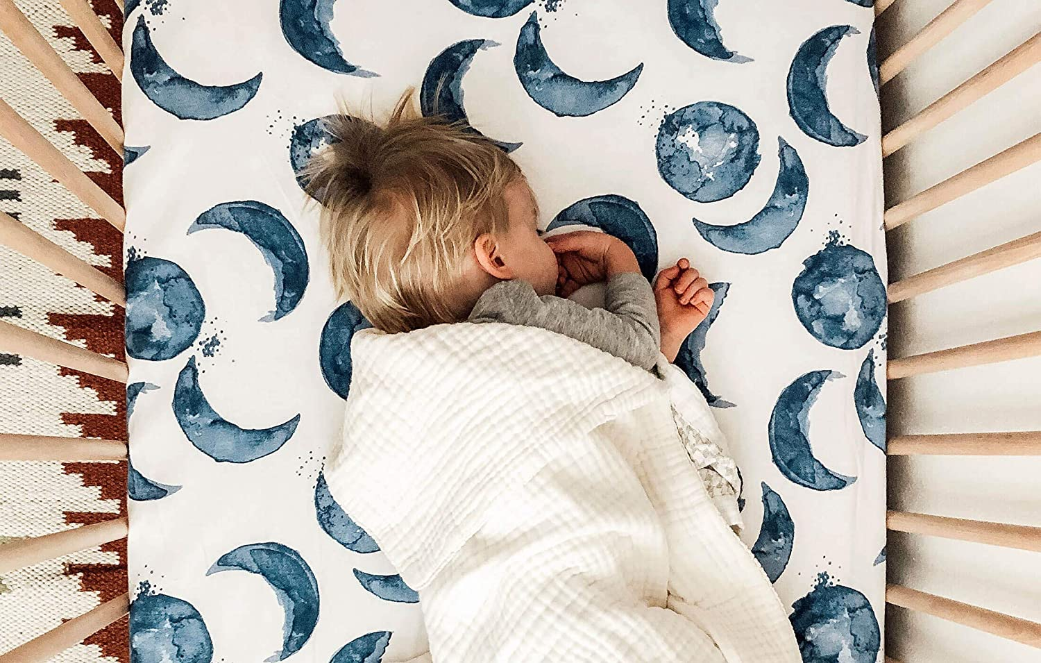 Boys /& Unisex 100/% Organic Cotton Crib Sheet for Standard Crib and Toddler Mattresses Blue Guide the Way Pattern Fitted Crib Sheet Burts Bees Baby