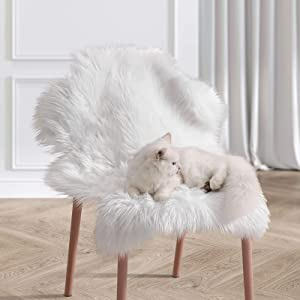 Ophanie Ultra-Luxurious Fluffy Sheepskin Area Rug, Soft and Thick Faux Sheepskin Fur Chair Couch Cover Small Shaggy Rug Non-Slip Carpet for Bedroom, Kids/Baby Room, Modern Decor Rug, 2x3 Feet, White