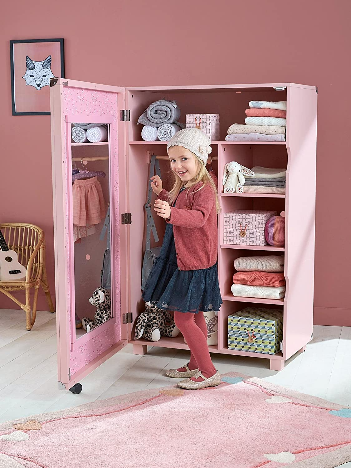 beautiful armoire pour fille with armoire pour fille. Black Bedroom Furniture Sets. Home Design Ideas