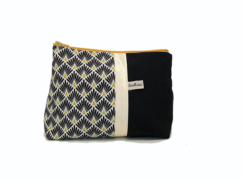 pochette fourre tout noir et blanc a motifs geometriques , trousse maquillage style scandinave , cadeau femme