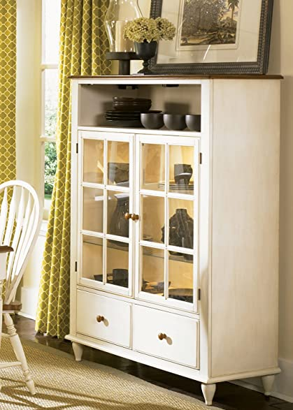 Liberty Furniture Low Country Curio Cabinet In Linen Sand