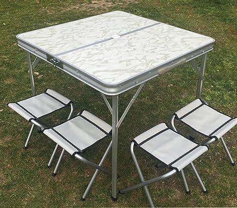 Campos de carpetas mesas plegables de aluminio y sillas al ...