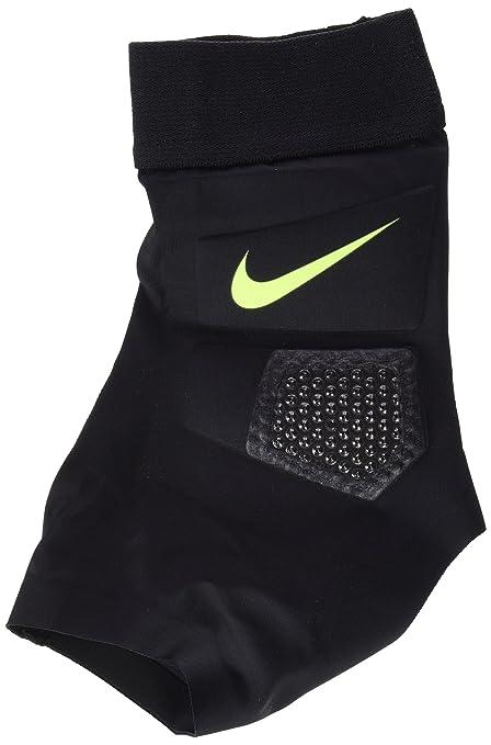 Amazon.com   Nike Hyperstrong Strike Ball  Black    Sports   Outdoors e5b46b330