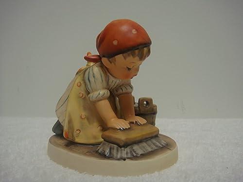 Hummel Goebel figurine 363 Big Housecleaning TMK5
