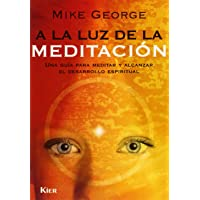 A La Luz De La Meditacion/ in the Light of Meditation: Una Guia Para Meditar Y Alcanzar El Desarrollo Espiritual / a Guide to Meditation and Spiritual Development