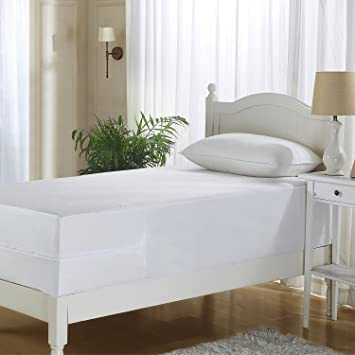 Amazon Com Mattress Saver All In One Mattress Protector With Bed