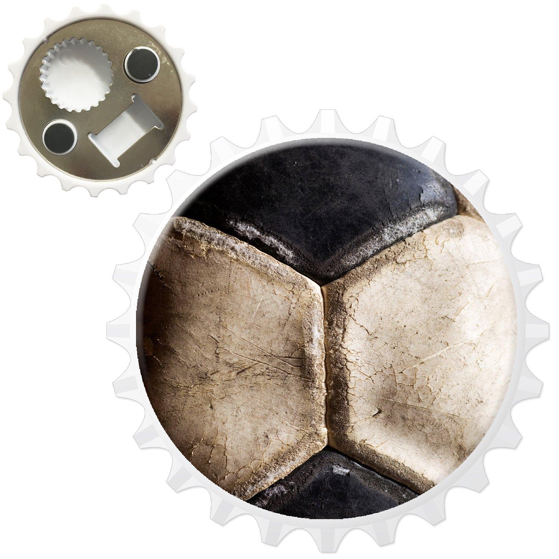 Used Vintage blanco y negro de balón de fútbol abridor de botellas ...