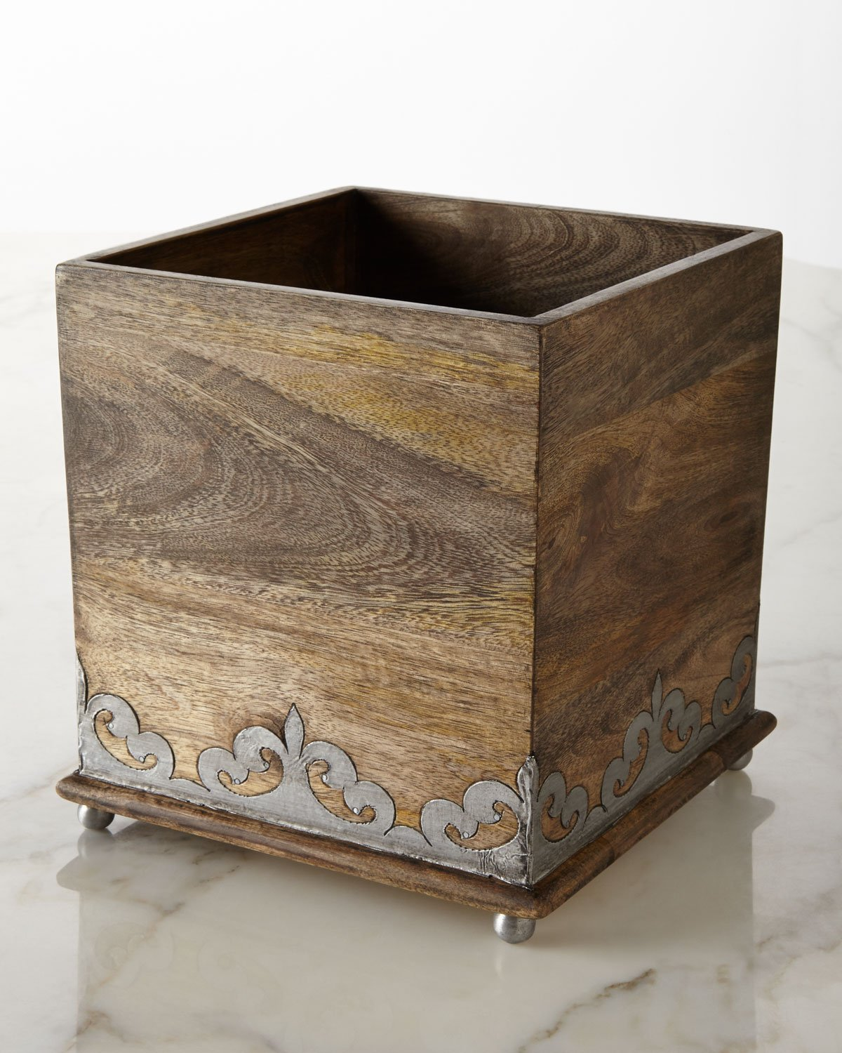 GG Collection Heritage Wastebasket by GG Collection