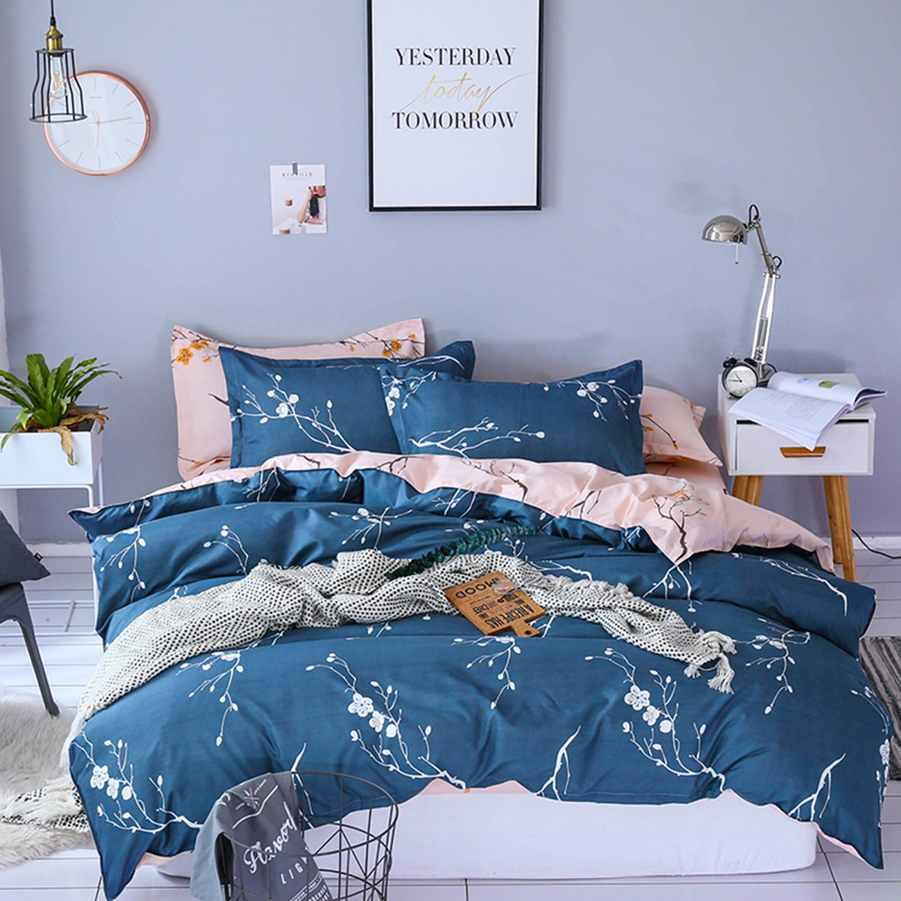 TanNicoor Plum blossom Printed Duvet Cover Set,Peach Pink Navy blue  Lightweight Microfiber 3-Pieces Reversible Bedding Set with Zipper  Closure-Queen