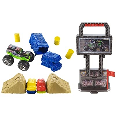 Hot Wheels Monster Jam Crash and Carry Arena Play Set: Toys & Games