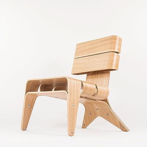 Exclusiva silla de diseño para el salón. Sillón de madera minimalista estilo escandinavo