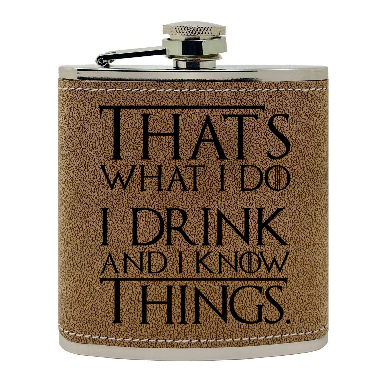 「That's What I Do, I Drink and I Know Things」ゴートスーパーファンにインスパイアされたデザイン ステンレススチール カーブしたヒップフラスコ 6オンス ブラウン  ブラウンレザーレット B07L18T2BK
