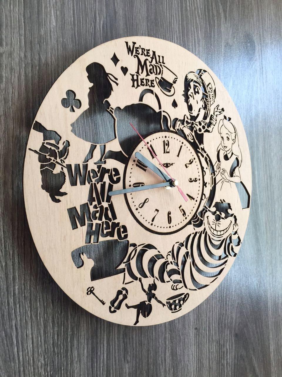 Alicia en el país de las maravillas reloj de pared hecho de madera - perfecto y muy bien corte - Decora tu hogar con arte moderno - regalo único para él o ...
