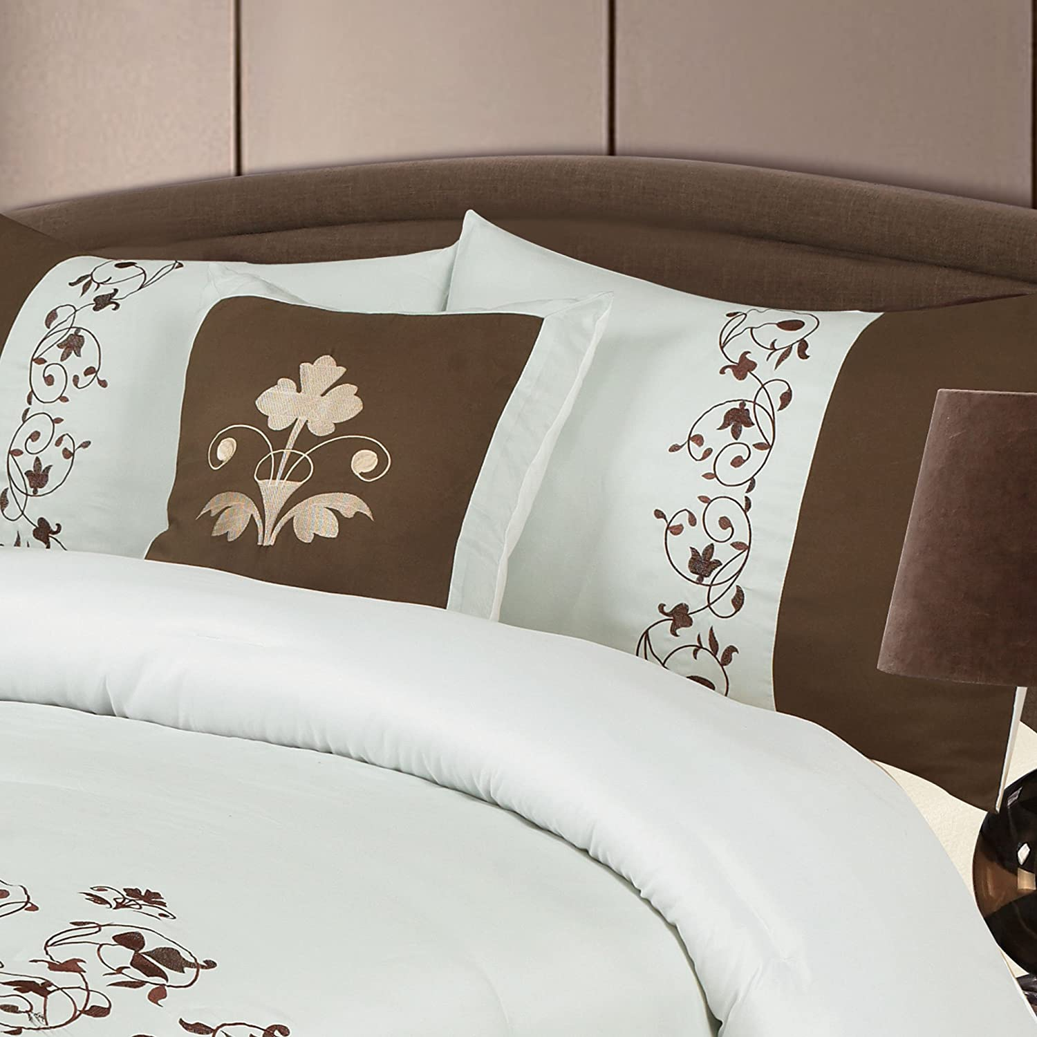 Queen Lavish Home Hannah 7-Piece Embroidered Comforter Set