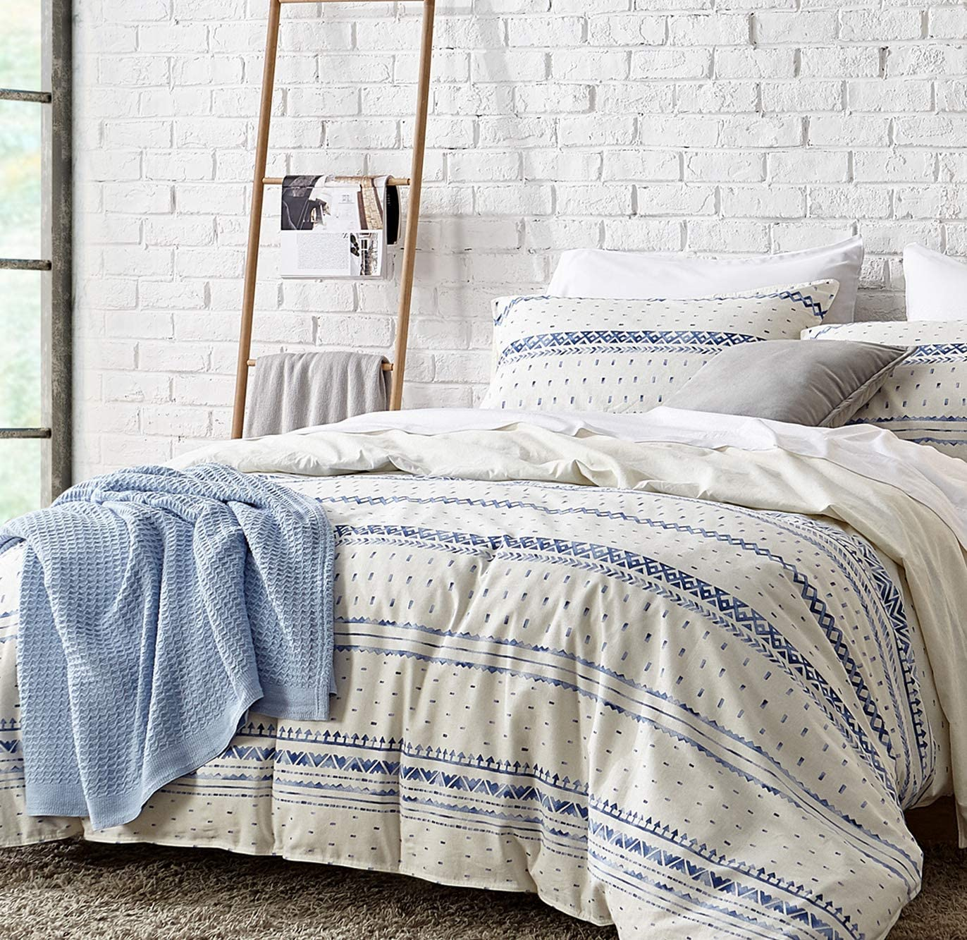 Bedsure 80% Cotton 20% Linen Duvet Cover Set, Washed Cotton Queen Comforter Cover, 3 Pieces Breathable Lightweight Geometric Duvet Cover Sets (Full/Queen, 90x90 inches, White/Blue)