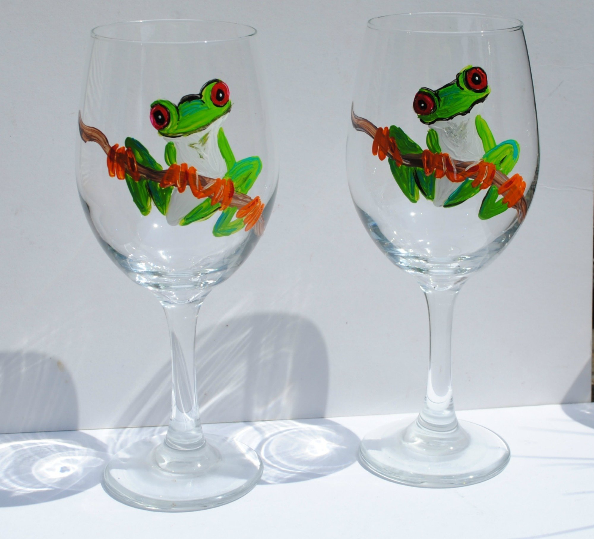 Green Tree Frog Hand Painted 20 oz Stemmed Wine Glasses (Set of 2)