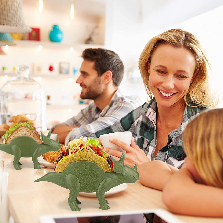 /il regalo perfetto per bambini e Kidults ama i dinosauri /The Ultimate Prehistoric taco stand per Jurassic Dinosaur taco Tuesdays e parti/ /contiene 2/Tacos/ Kidsfunwares Tricerataco taco Holder/