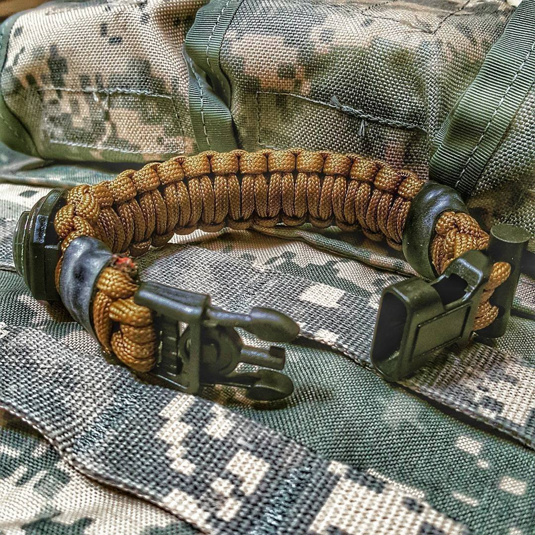 Escape Evade Pathfinder - A SERE Paracord Bracelet w/ survival & escape EDC tools, firestarter, kevlar saw, handcuff key, luminous compass, and other tactical tools for military and civilian operators