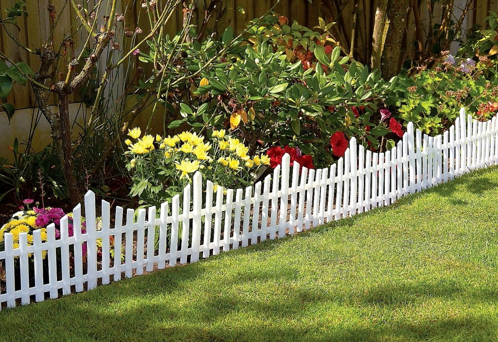 36 M White Flexible Garden Lawn Edging Plastic Picket Fencing