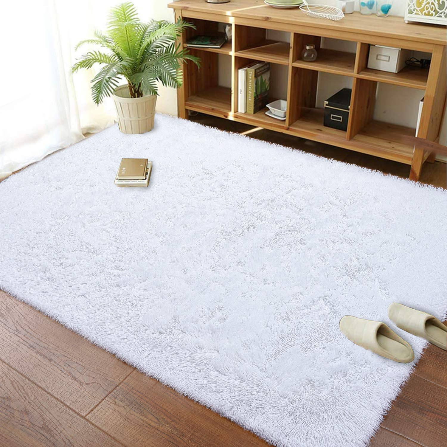 Soft Modern Shaggy Fur Area Rug for Bedroom Livingroom Decorative Floor Carpet, Non-Slip Large Plush Fluffy Comfy Warm Furry Fur Rugs for Boys Girls Nursery Accent Rugs 4x6 Feet, White