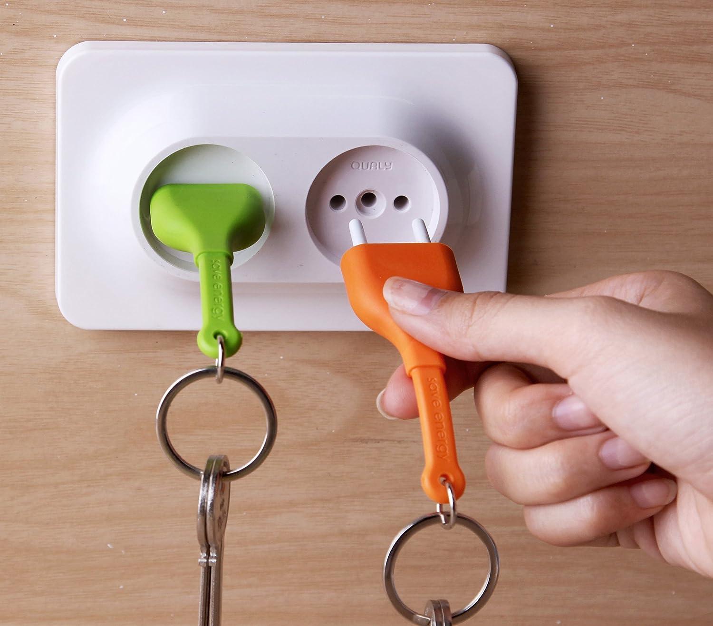 Qualy Double Unplug Key Ring Llavero y soporte para llavero con forma de enchufe