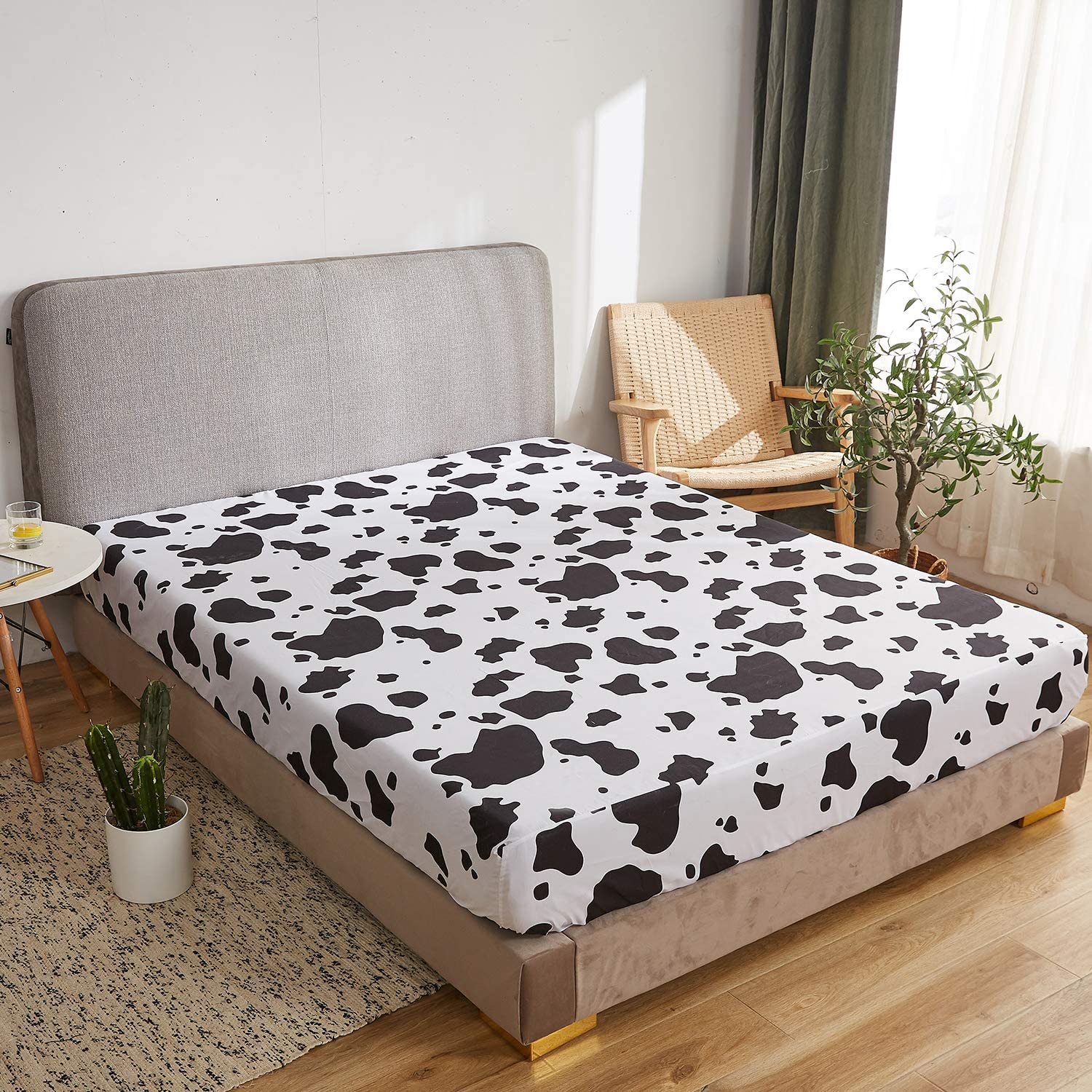Twin Mengersi Cow Bedding Duvet Cover with Fitted Sheet 4 Piece Set-Animal Pattern Comforter Cover for Kids Boys Girls Black White Color