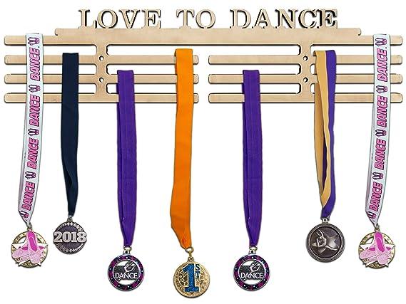 Amazon.com: Arena Regalos de madera medalla percha de ropa ...