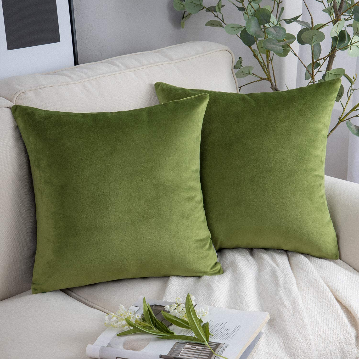 Phantoscope Pack of 2 Velvet Decorative Throw Pillow Covers Soft Solid Square Cushion Case for Couch Green 18 x 18 inches 45 x 45 cm