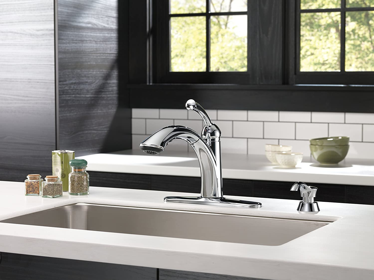 Delta 16926-SD-DST Lewiston Single Handle Pull-Out Kitchen Faucet ...