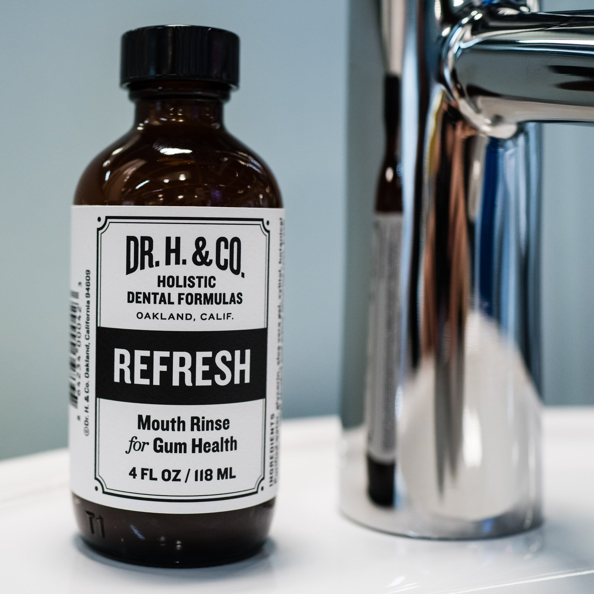 Dr. H. & Co. Dentist Formulated Refresh Mouthwash Ð All Natural Herbal and Holistic Mouth Rinse for Healthy Gums and Teeth (4 oz Glass Bottle) by Dr. H. & Co. (Image #2)