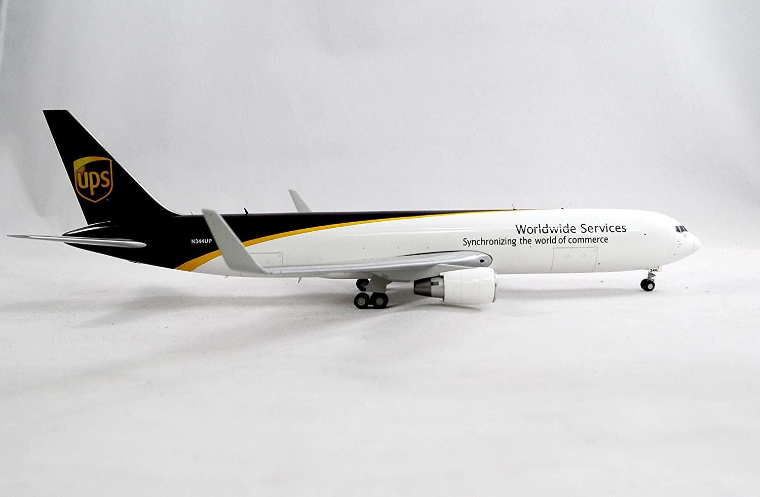 Amazon.com: GeminiJets UPS United Parcel Service Boeing 767-300F Diecast  Airplane Model N344UP With Stand 1:200 Scale Part# G2UPS470: Toys & Games