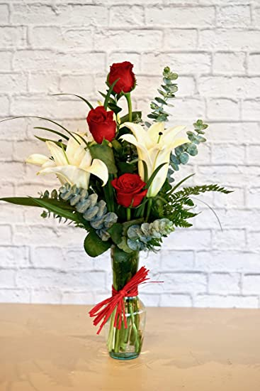Family Flowers - Be Mine - Hand Delivered in Vase - Sweet bud vase with red & Amazon.com : Family Flowers - Be Mine - Hand Delivered in Vase ...