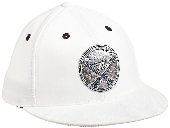 a52b2ebf0da Amazon.com   NHL Buffalo Sabres Game Day White Pro Shape Flat Brim Flex Cap-  Tx79Z   Sports Fan Baseball Caps   Clothing