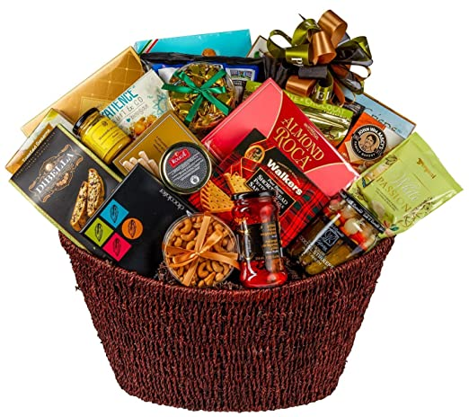 Classic Gourmet Gift Basket with an Assortment of Savory, Salty and Sweet Exquisite Treats: Amazon.ca: Grocery
