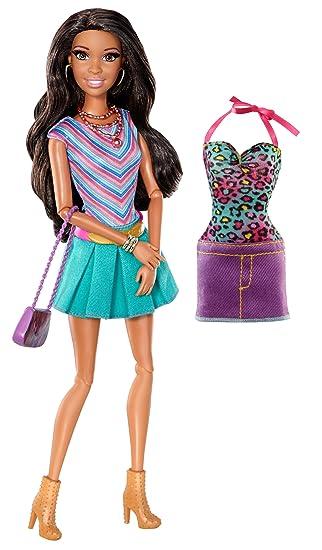 Barbie - Muñeca Nikki (Mattel Y7440)
