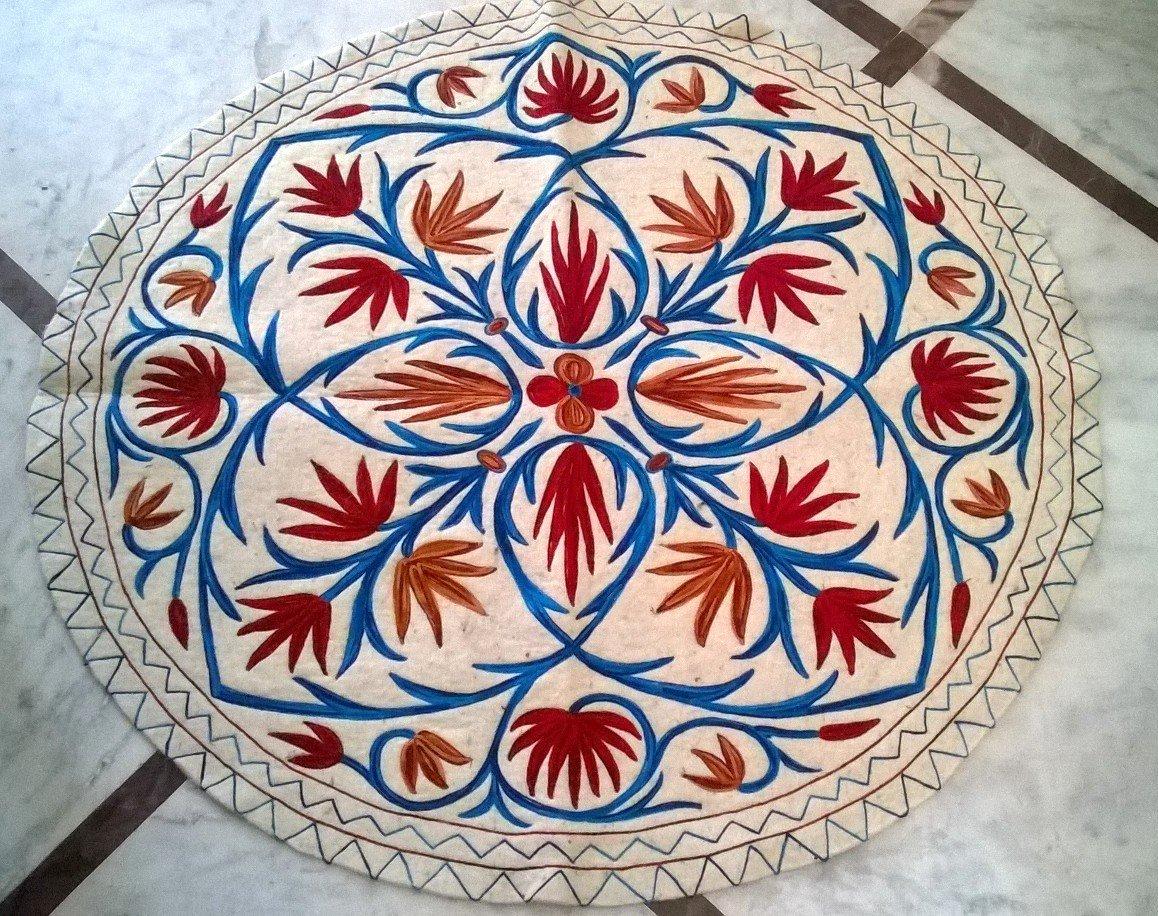 Felted woolen rug ( 3 feet round)