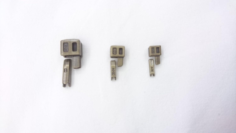 Unbekannt Set di Riparazione con Cerniere sconosciute, Misura 3, 5, 7 Colori anticati