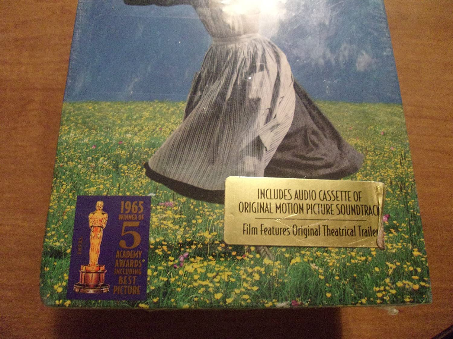 Amazon.com: Sound of Music W/Audio Cassette [VHS]: Julie Andrews, Christopher Plummer, Eleanor Parker, Richard Haydn, Peggy Wood, Charmian Carr, ...