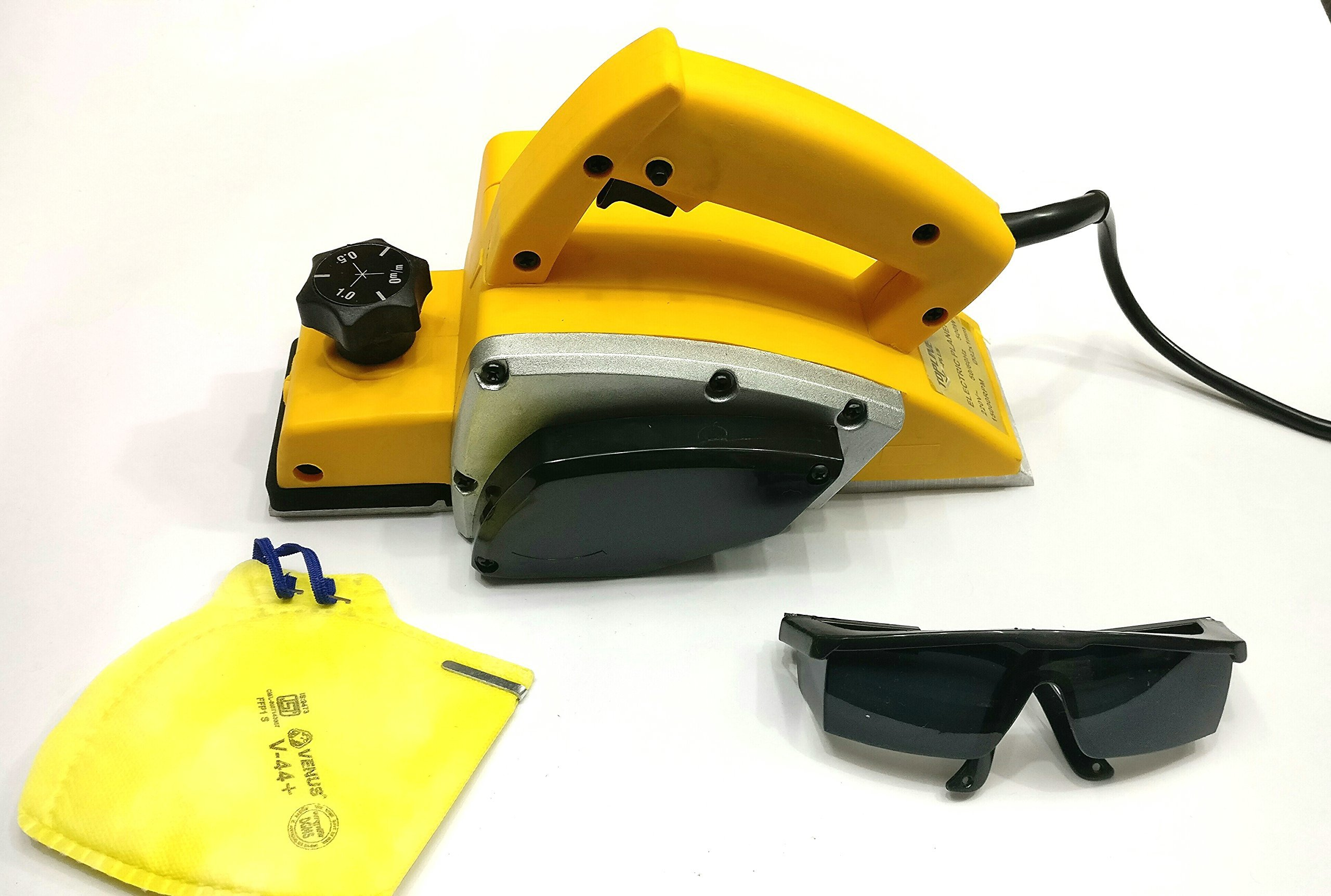 TOOLSCENTRE 'S Powerful Electric Wood Hand Planer With Free Goggles & Safety Mask To Ensure Your Safety.