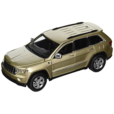 2011 Jeep Grand Cherokee Gold 1/24 by Maisto 31205: Toys & Games