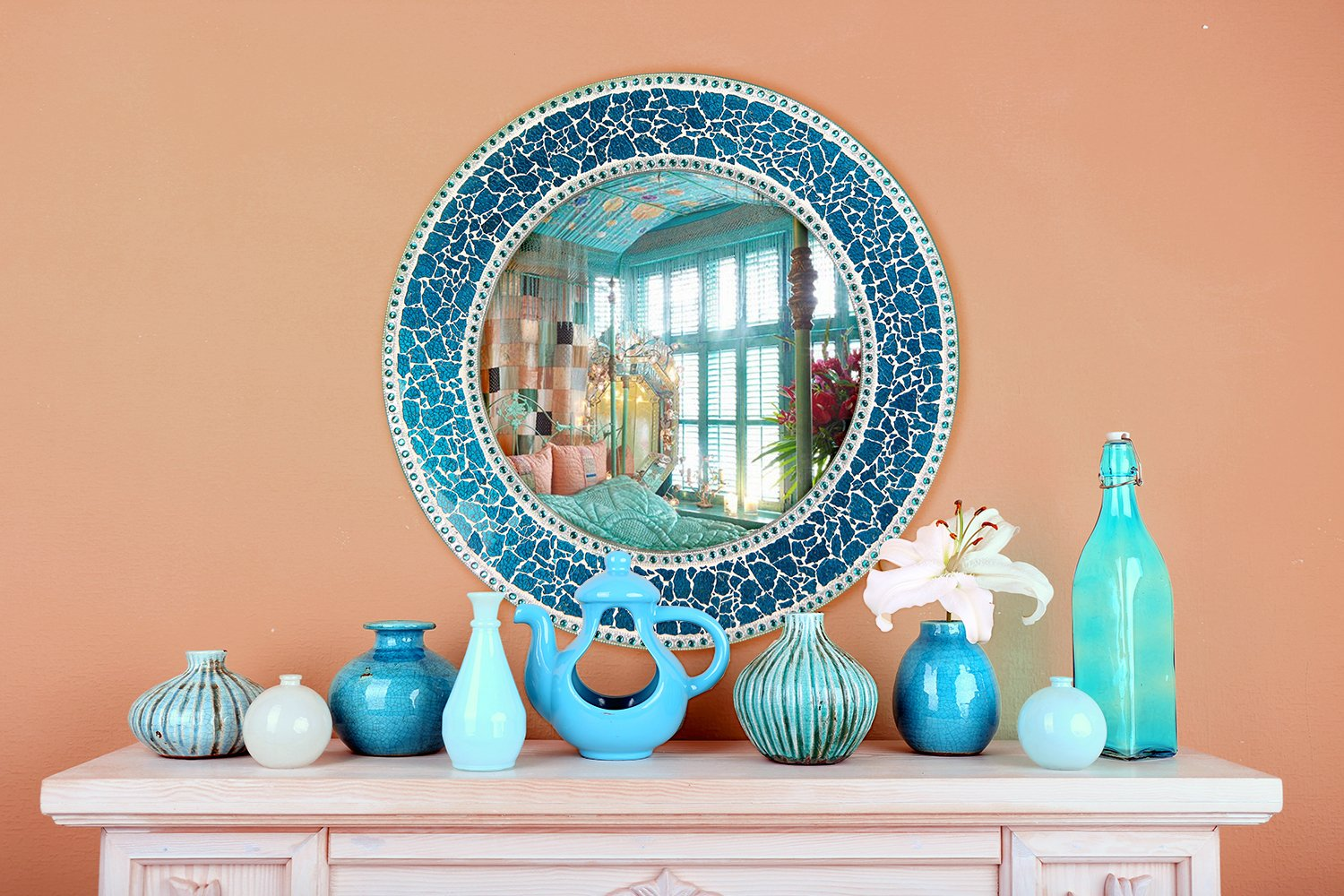 DecorShore 24-Inch Round Crackled Glass Mosaic Wall Mirror, Sapphire