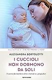 I cuccioli non dormono da soli: Il sonno dei bambini oltre i metodi e i pregiudizi (Italian Edition)