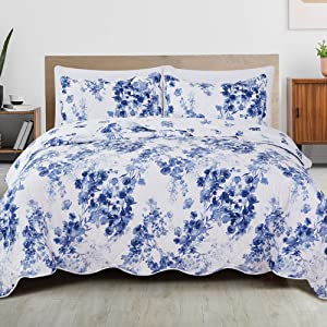 Great Bay Home 3-Piece Reversible Quilt Set with Shams. All-Season Microfiber Bedspread with Floral Print Pattern. Jacqueline Collection (Full/Queen)