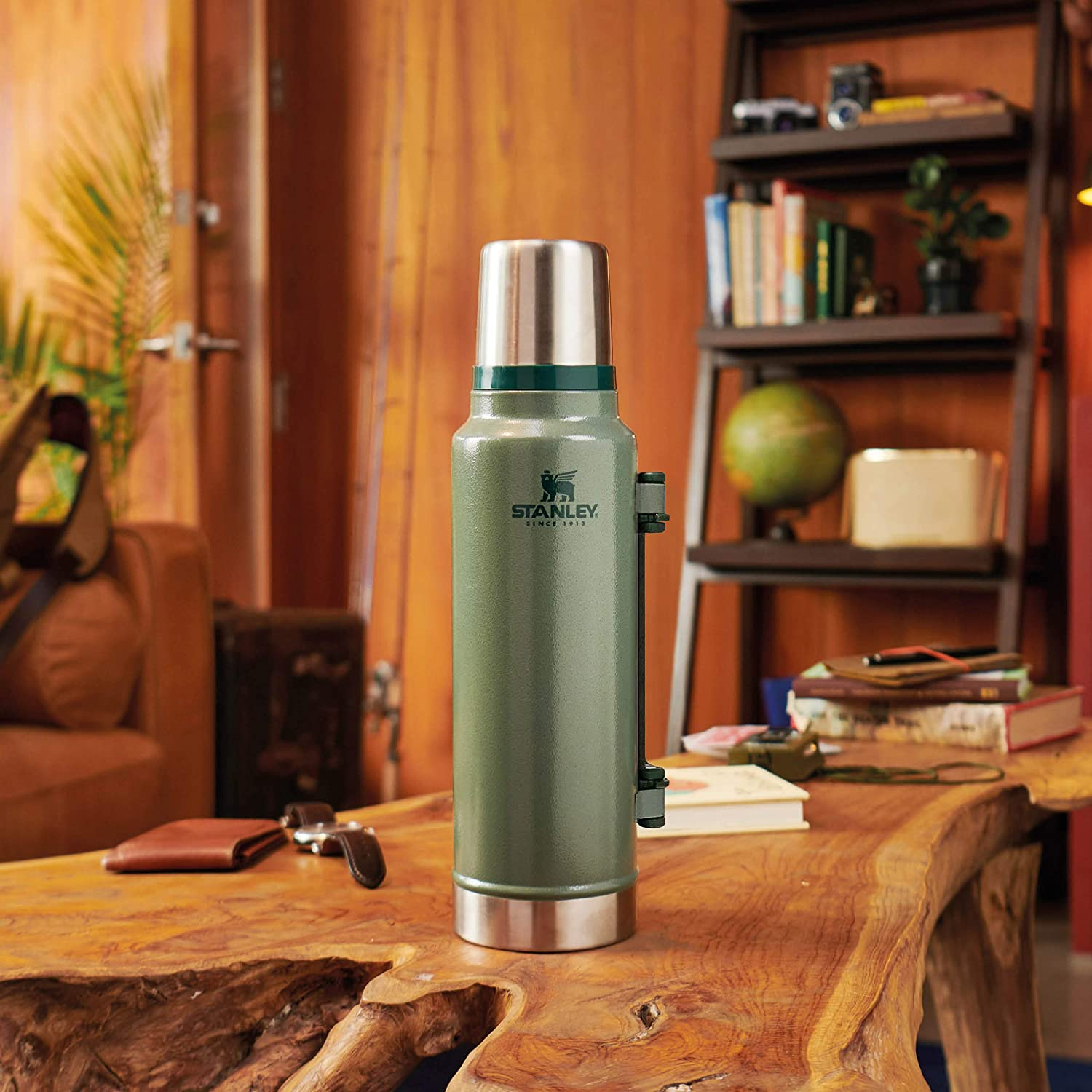 Stanley The Legendary Classic Vacuum Bottle 1.4L Hammertone Green 18/8 Stainless Steel Double-Wall Vacuum Insulation Water Bottle Leakproof+Packable Doubles As Cup Dishwasher Safe Naturally Bpa-Free: Amazon.es: Hogar