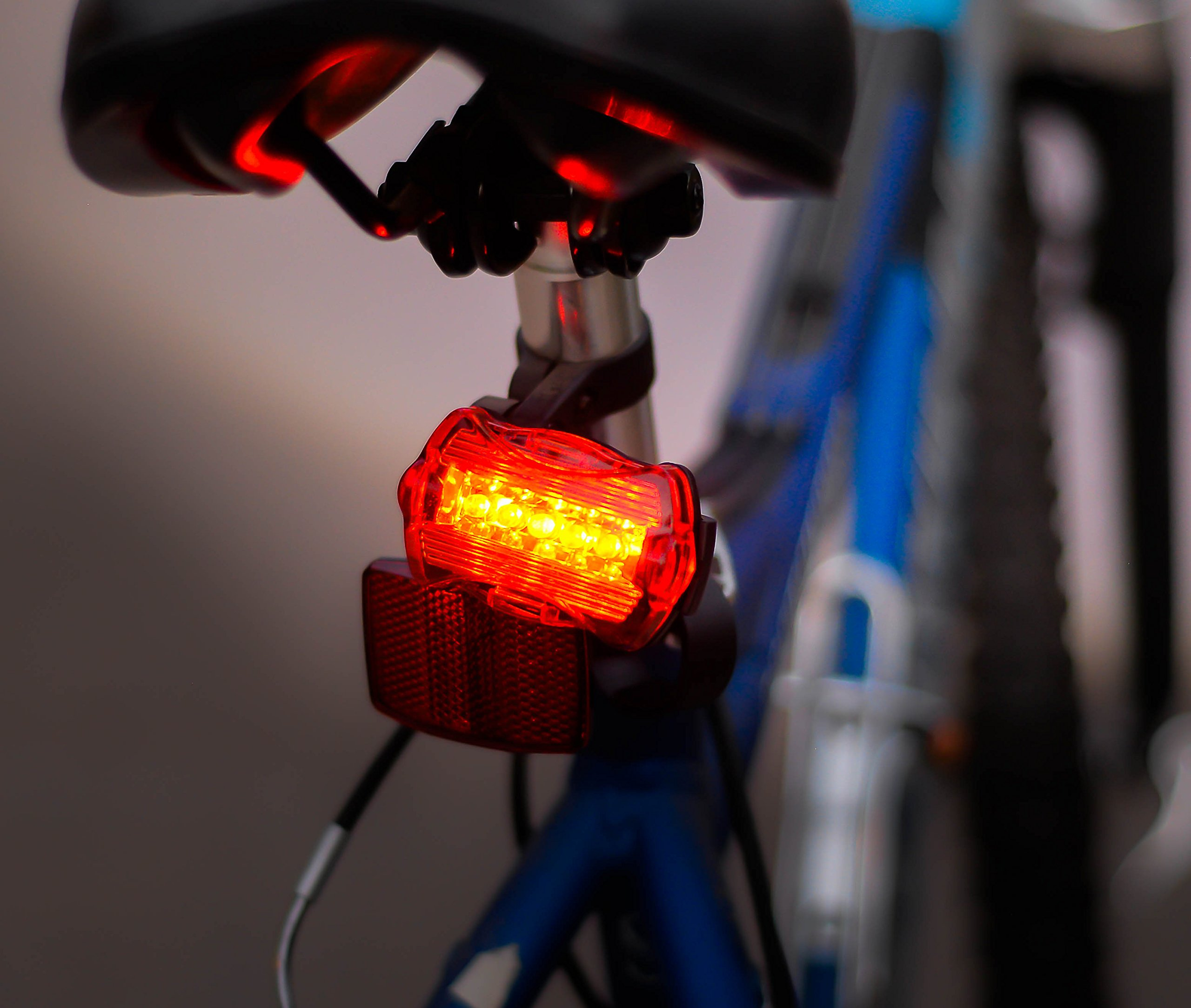 tru*Lite Bike Light Set-Super Bright 10W Removable Military Grade Tactical Flash Light-5 modes-1000+ Lumens-Zoom-5 LED Tail Light-7 modes-Water Resistant-Easy to Install-Life Time Warranty by tru*Lite (Image #4)