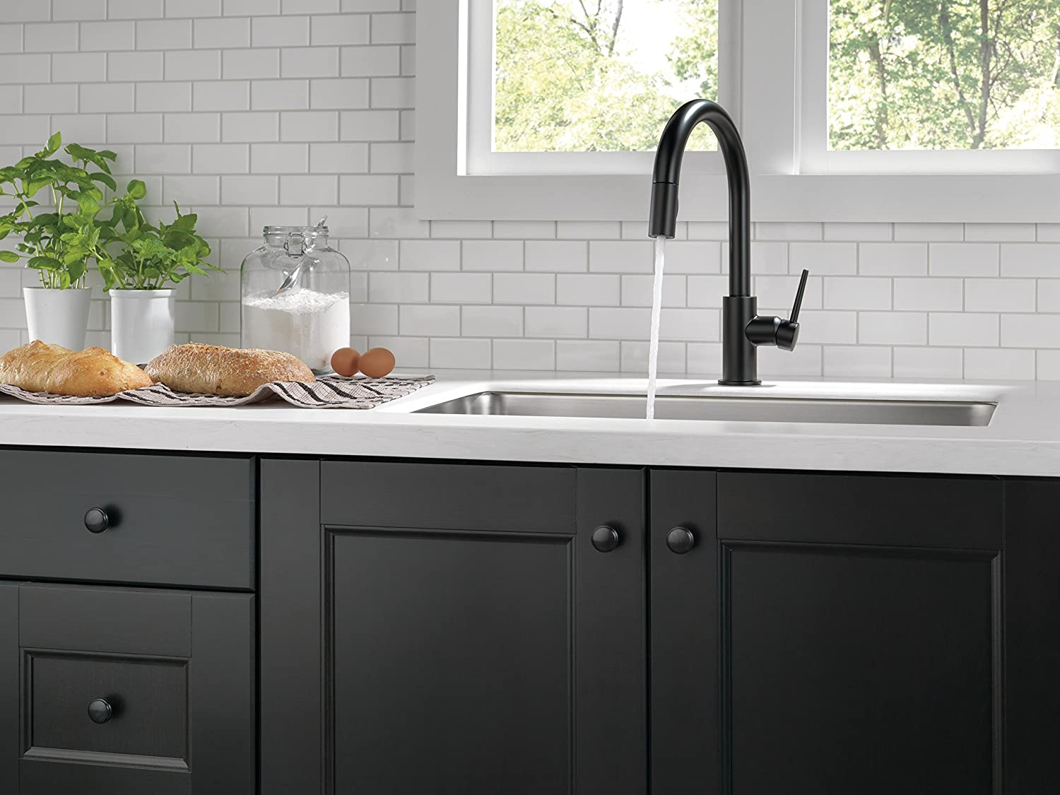 Delta Faucet Trinsic Single-Handle Kitchen Sink Faucet with Pull ...