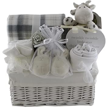 924ee4148838 Baby gift baskets baby gift hampers unisex neutral baby shower gift new baby  gift  Amazon.co.uk  Baby