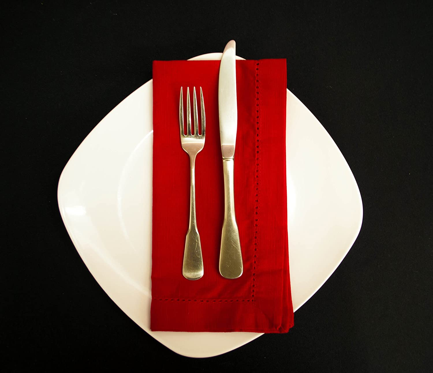 See the gorgeous contrast of the black background with a white plate and red dinner napkin?