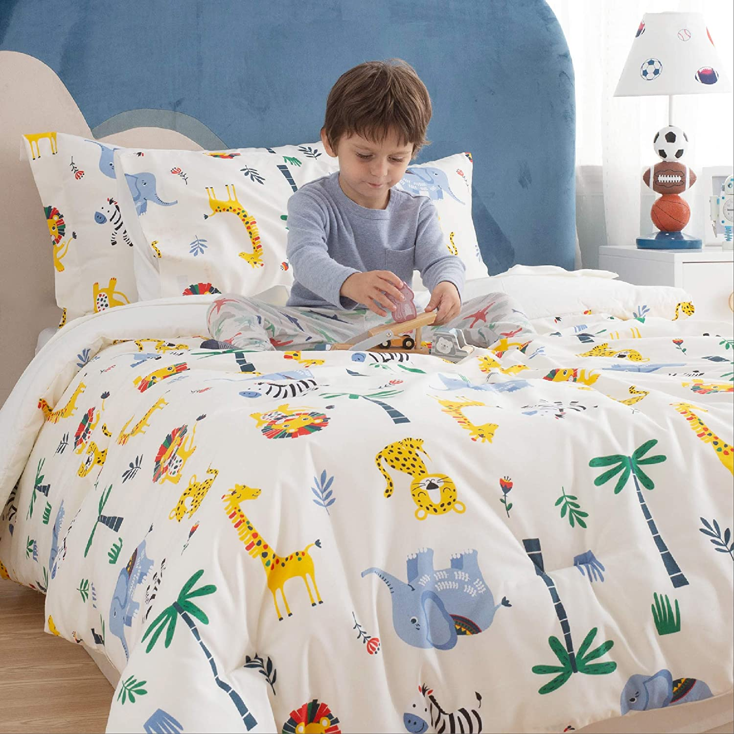 5 Pieces Bed in a Bag Multi-Color Safari Zoo Animals Bedding Easy Care Super Soft Microfiber Comforter and Sheets Set Cream White,Twin Bedsure Kids Twin Bedding Sets for Boys