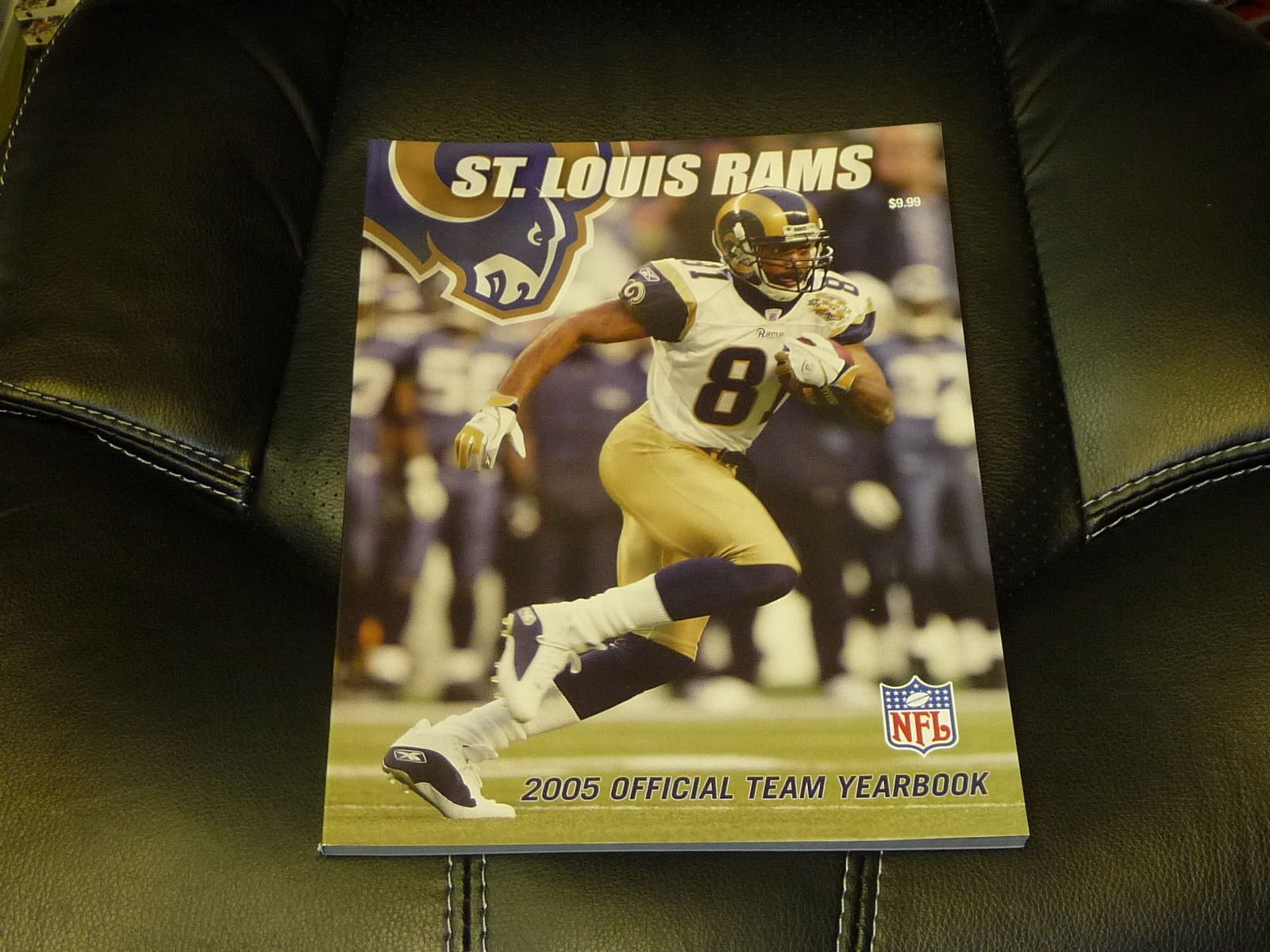 2005 ST. LOUIS RAMS FOOTBALL YEARBOOK NEAR MINT TORRY HOLT COVER